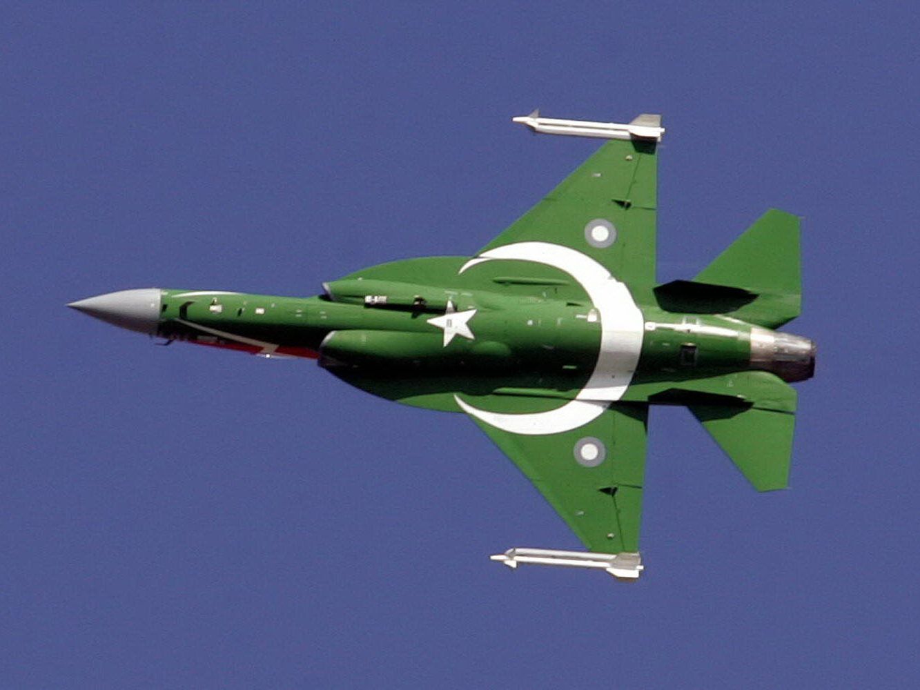 JF 17 amazing performance in Dubai Air show